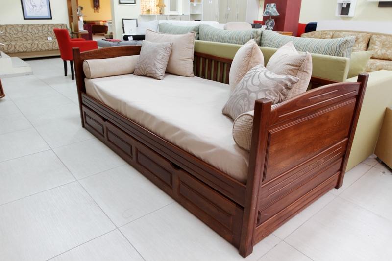 krevet sofa masiv
